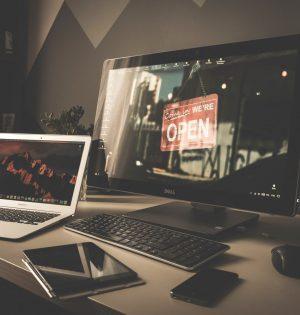 ordinateur développement plateforme web